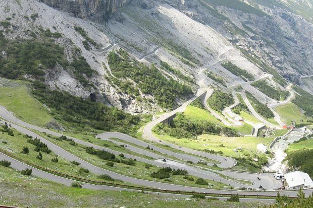 cele mai periculoase drumuri din lume 1-trecatoarea-stelvio