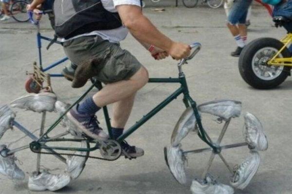 biciclete ciudate 8. Bicicleta cu adidasi