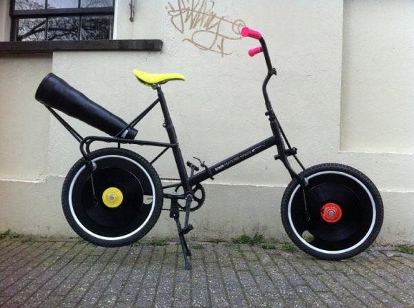 biciclete ciudate 9. bicicleta cu viniluri