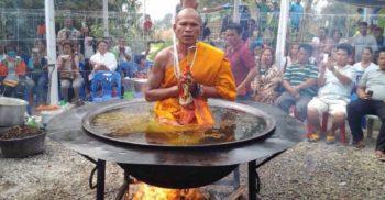 Puterea minții sau scamatorie? Călugării budiști meditează în ulei încins