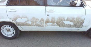 A creat o operă de artă din noroiul întărit pe mașină