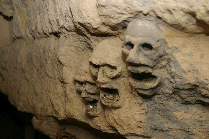catacombele din paris - detaliu pereti 2