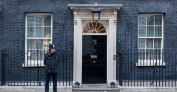 Istoria Downing Street 10, clădirea ieftină ajunsă simbol al puterii britanice
