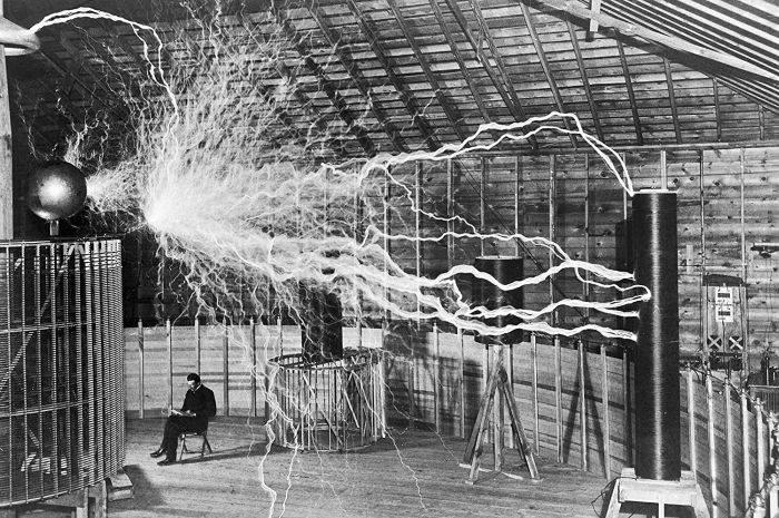 Tesla in laborator