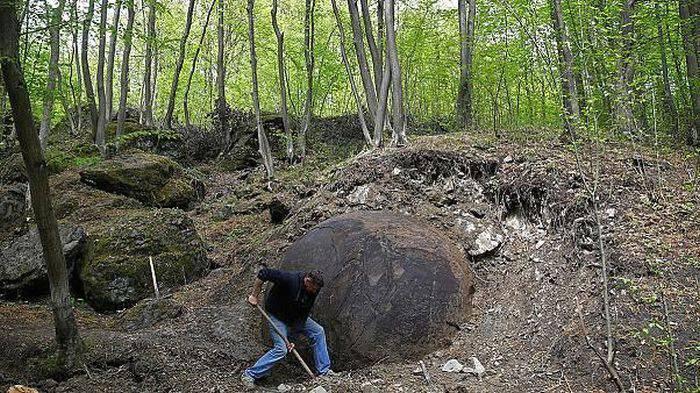 Sfera de piatra