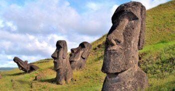 Ce se ascunde sub statuile din Insula Paștelui