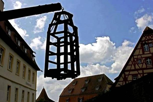9. pedepse medievale - metode de tortura - sicriul atarnat