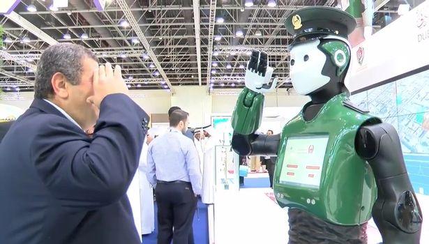 roboți umanoizi - robocop dubai 2