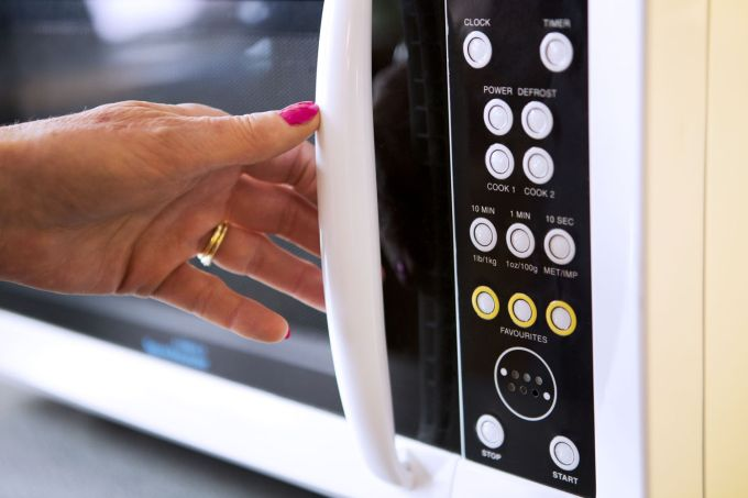 Inventii - cuptorul cu microunde
