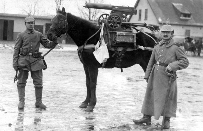fotografii istorice - mitraliera pe cal