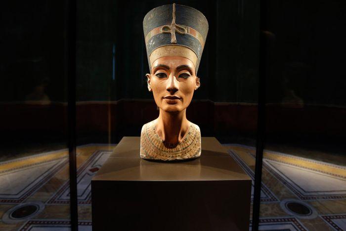 Istoria Egiptului antic - Nefertiti