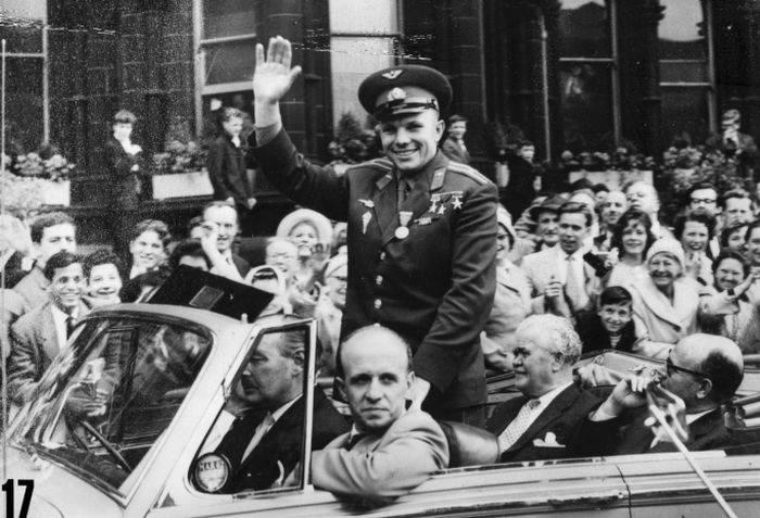 spațiul cosmic Iuri Gagarin erou