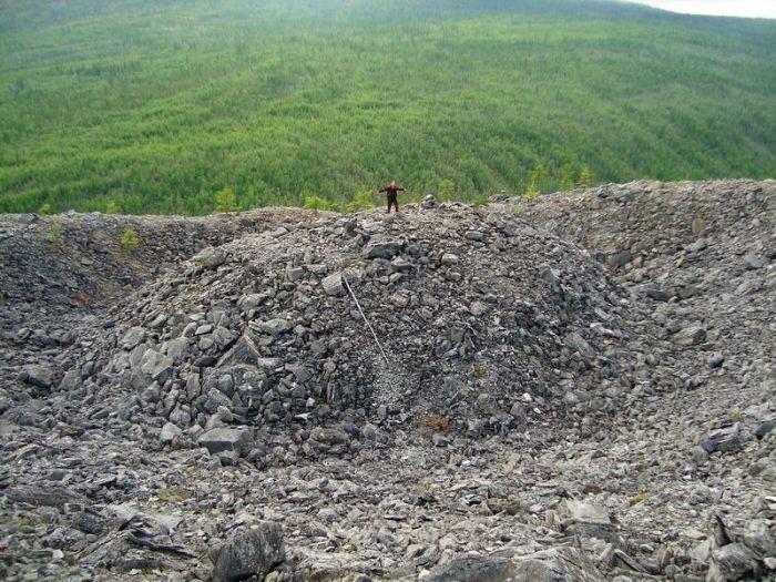 Craterul Patomski - om