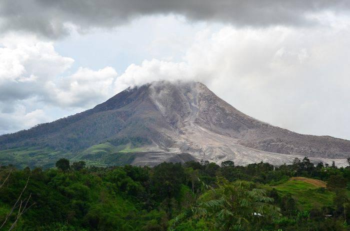 Destinatii turistice mortale - Vulcanul Sinabung