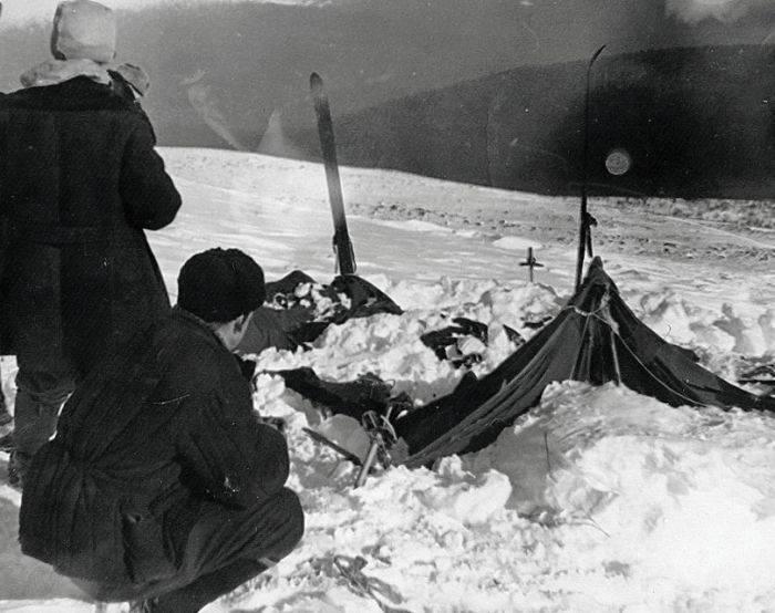Echipa trimisă în căutarea drumeților descoperă cortul răvășit