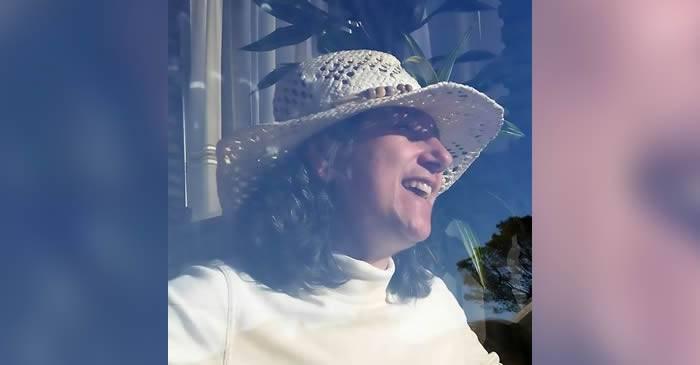 Juana Munoz la fereastra