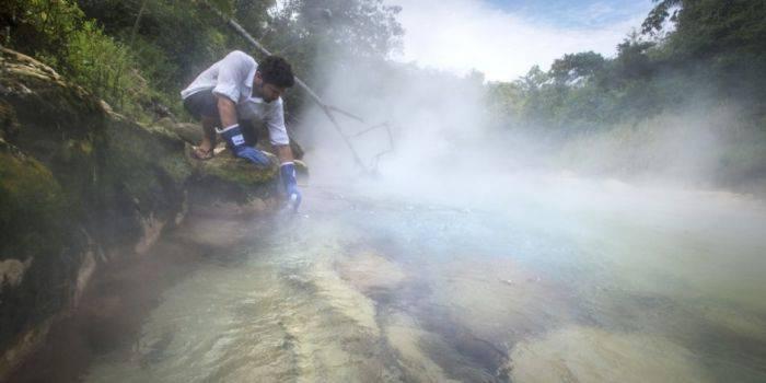 Râul care Fierbe - Apa fierbinte