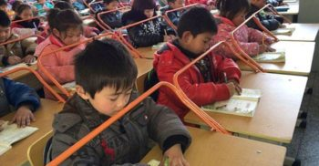 În școlile din China au apărut aceste dispozitive ciudate. Motivul e surprinzător