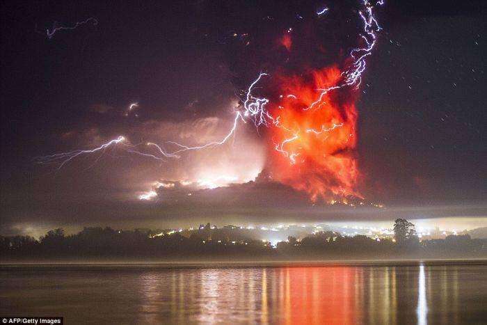 Fenomene unice - Fulgere vulcanice