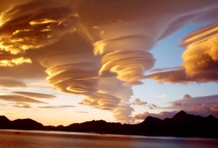 Fenomene unice - Nori lenticulari