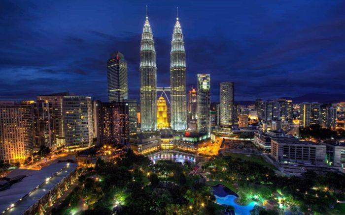 Cladiri moderne - Turnurile Petronas 01