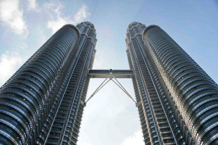 Cladiri moderne - Turnurile Petronas 02