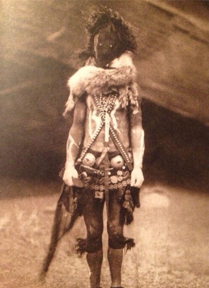 Fotografii sinistre - Barbat Navajo