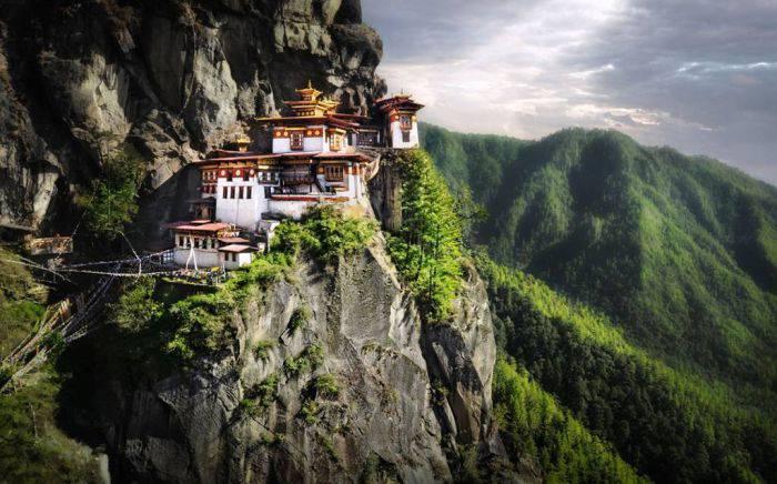 Manastiri - Taksang Palphug 01