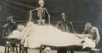 10 fotografii care arată fascinația secolului XIX pentru părțile corpului și pentru schelet