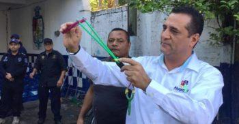 Polițiștii dintr-un oraș mexican au fost dotați cu praștii și pietre în loc de pistoale featured_compressed