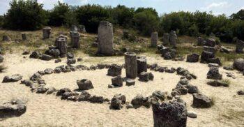 Formațiunile misterioase din Bulgaria: Pădurile de piatră Pobiti Kamani
