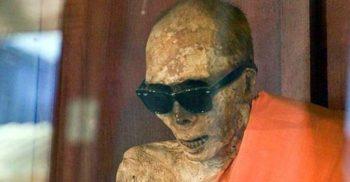 Automumificarea și enigma călugărilor budiști înmorântați de vii FEATURED_compressed