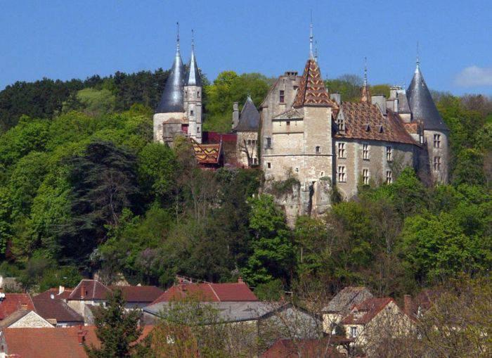 Castelul Rochepot 01