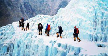 6 curiozități despre Vârful Everest, testul suprem al alpiniștilor