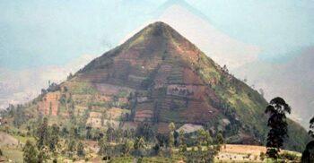 Cea mai veche piramidă din lume, ascunsă într-un deal din Indonezia?