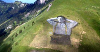 Guillaume Legros, omul care vopsește munții. Iată cele mai mari picturi din lume