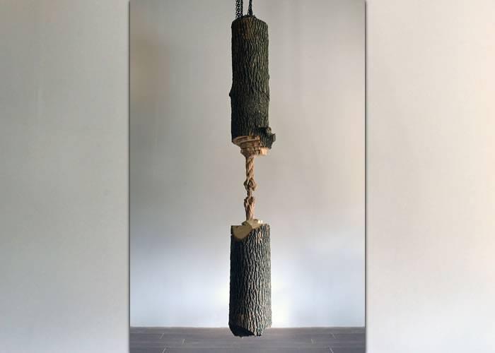 această sculptură sfidează gravitația