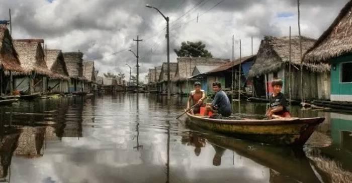 Iquitos cel mai mare oraș din lume la care nu se poate ajunge pe niciun drum