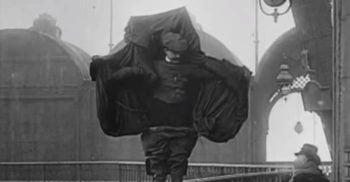 VIDEO Franz Reichelt, croitorul care a încercat să zboare de pe Turnul Eiffel, zdrobindu-se de pământ FEATURED_compressed