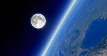 Atmosfera Pământului este mult mai mare decât credeam. Se extinde până dincolo de Lună!