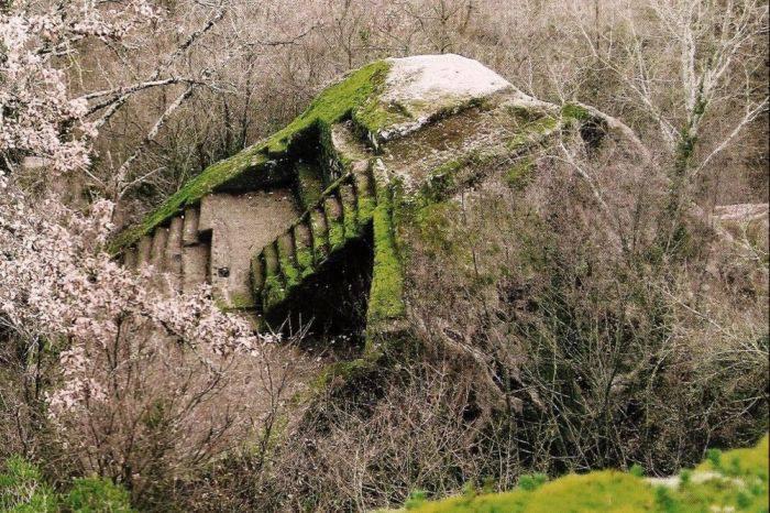 Piramida etruscă de la Bomarzo 04