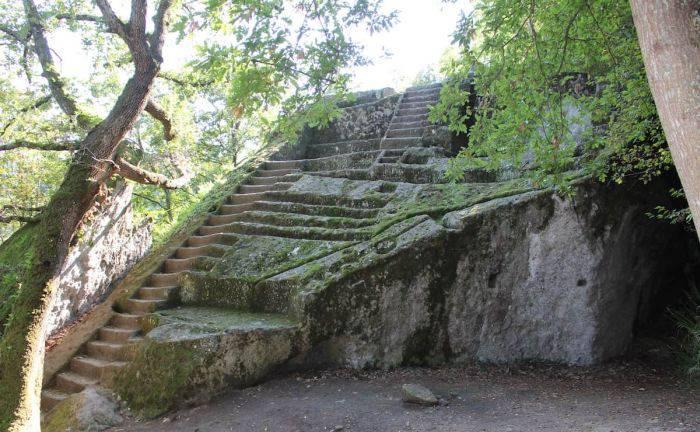 Piramida etruscă de la Bomarzo