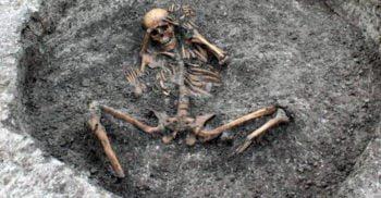 Niște muncitori din Anglia au descoperit rămășițele sinistre ale unui sacrificiu uman featured.fw_comp