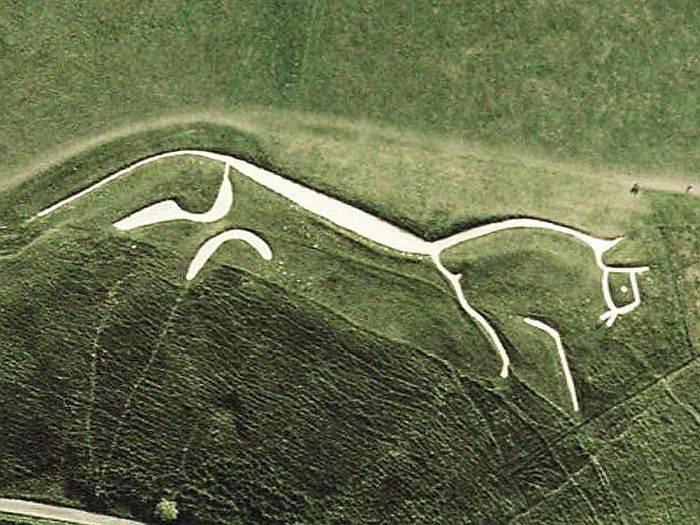 calul alb din uffington red_compressed