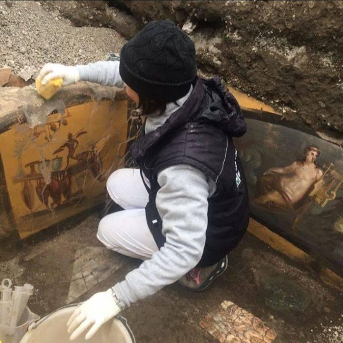 Thermopolia: Standurile de fast-food de 2.000 de ani descoperite în Pompei