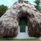 Casele făcute din lemn adus de valuri și acoperite cu iarbă de mare featured_compressed