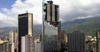 Turnul lui David din Venezuela, favela cu 45 de etaje și heliport