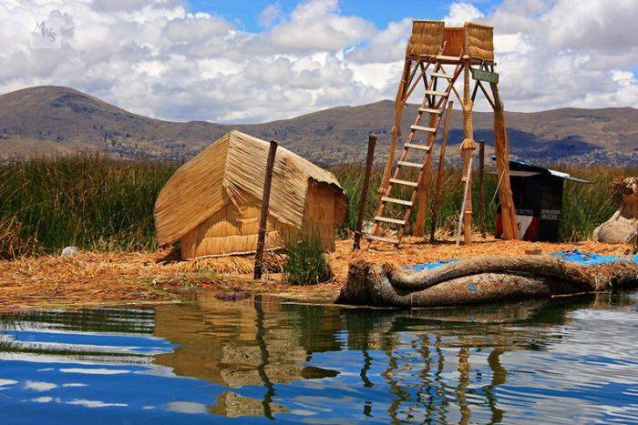 Insulele plutitoare de pe lacul Titicaca