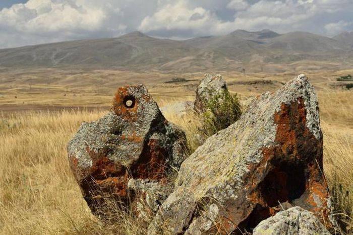 Armata de Piatră (Zohar Karer sau Karahunj)