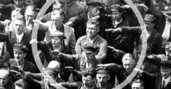 Povestea tragică a lui August Landmesser, omul care a refuzat să-l salute pe Hitler